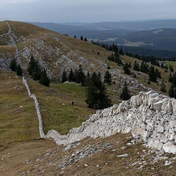 Mur en pierres sèches du Mont Tendre