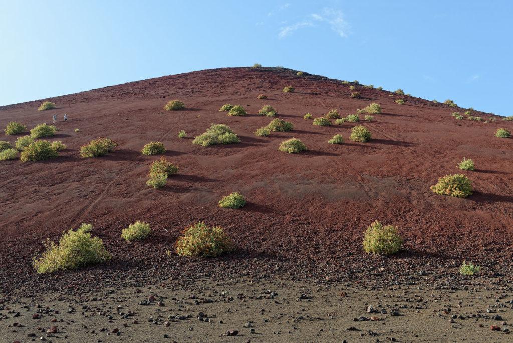 Cône volcanique rouge