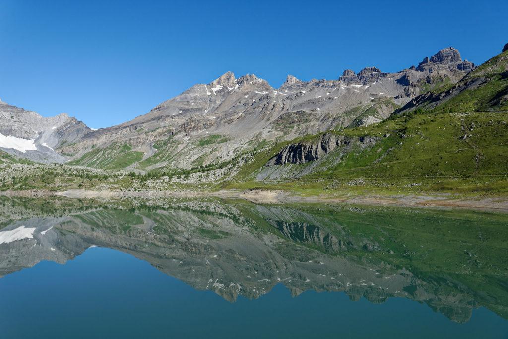 Reflets des Dents du Midi dans le lac