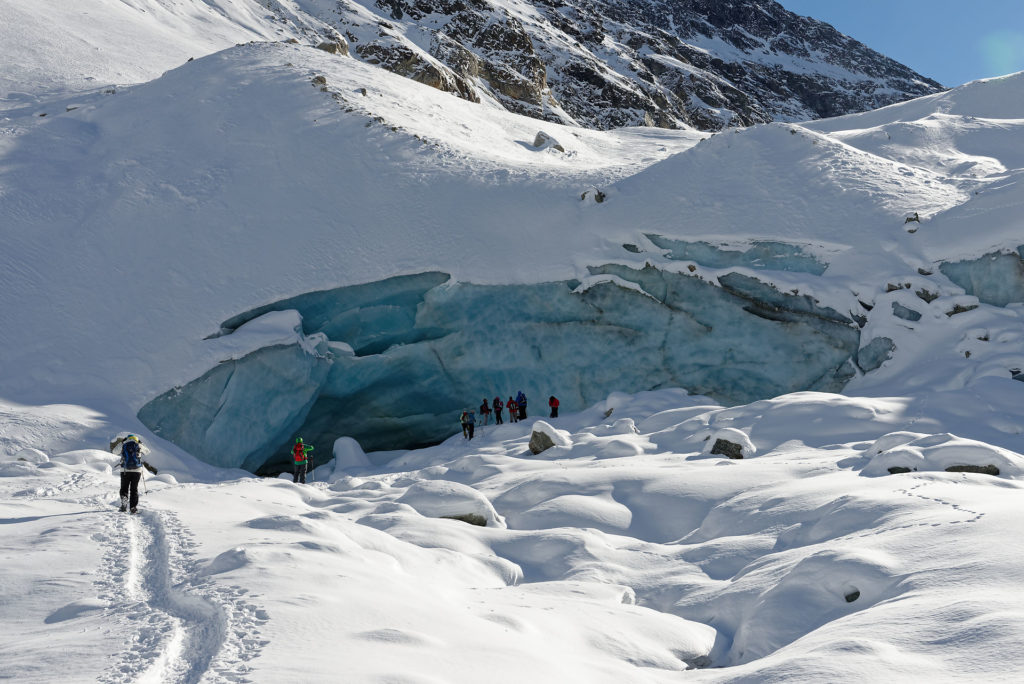 Entrée de la grotte sous-glaciaire de Zinal