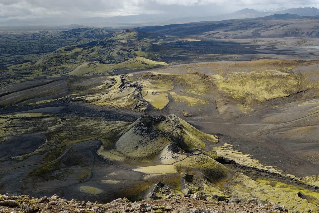Alignement de cratères sur la fissure éruptive du Laki