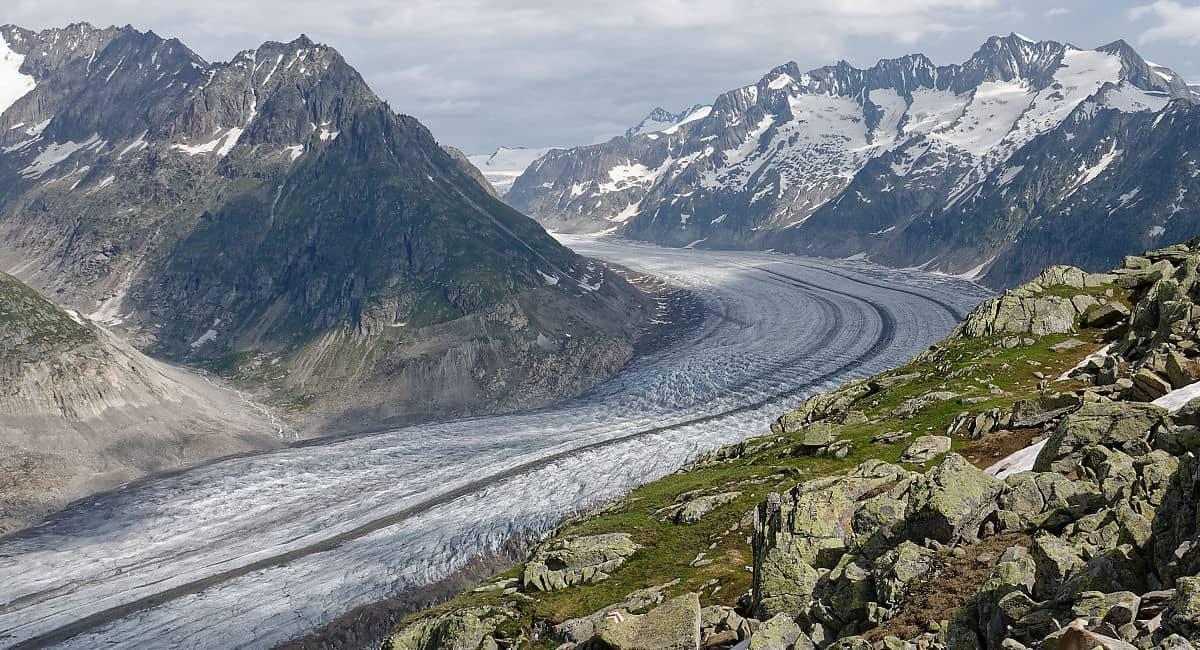 Montagnes et glacier d'Aletsch