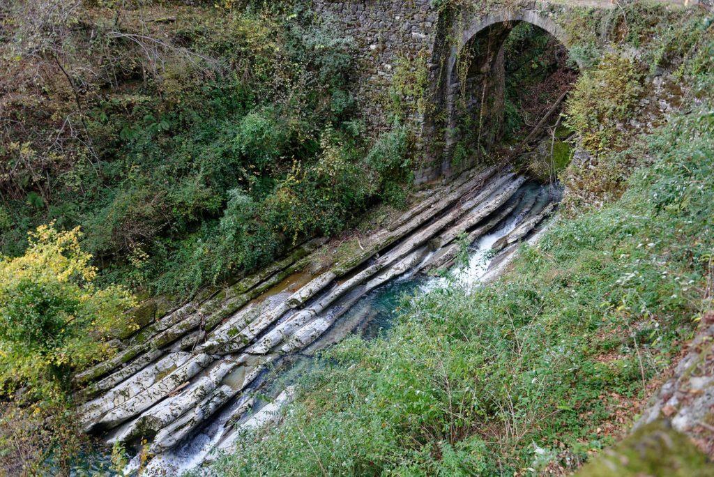 Strates dans les gorges de la Breggia
