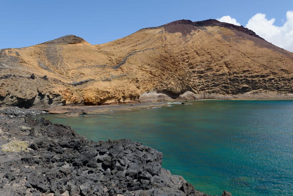Cône volcanique jaune à La Graciosa