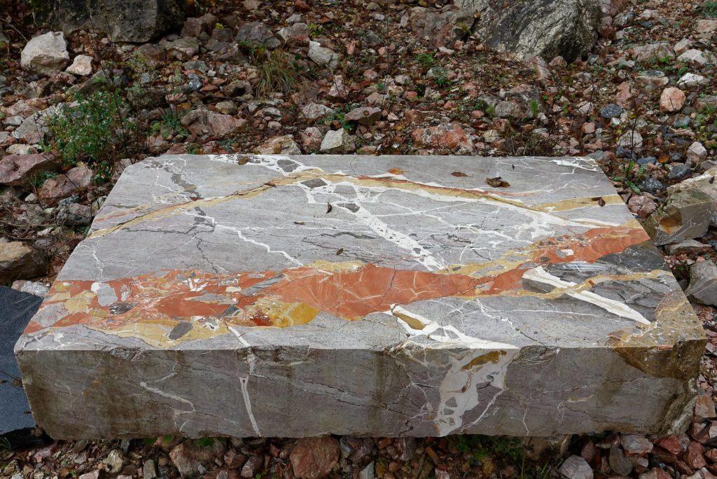 Bloc de marbre d'Arzo