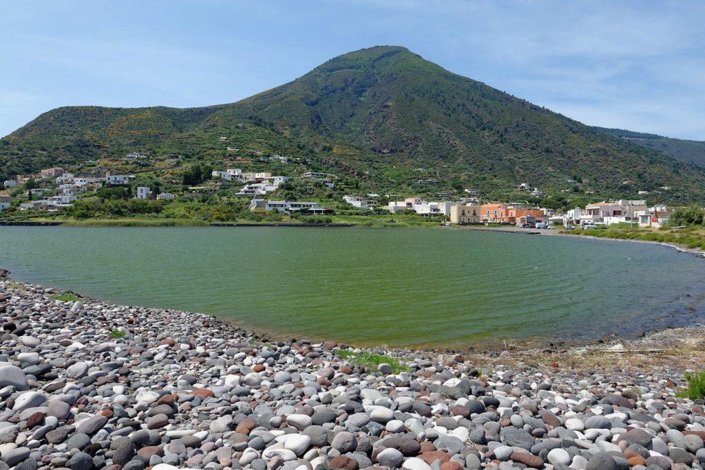 Au pied du point culminant des Iles Eoliennes, Monte Fossa delle Felci, Salina