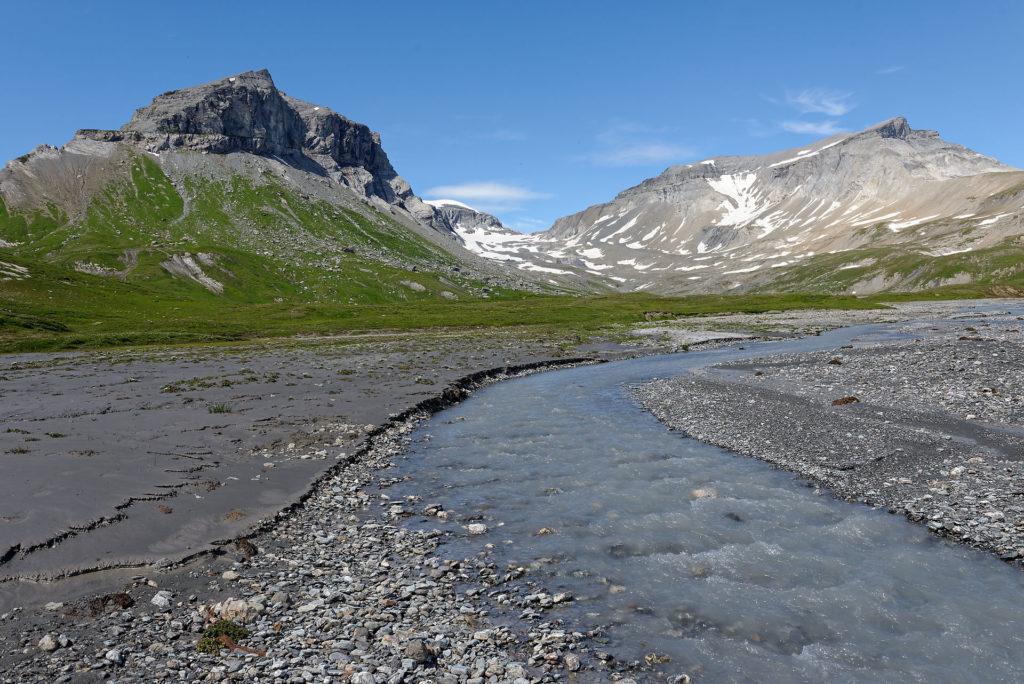 Rivière glaciaire sur Segnas Sura