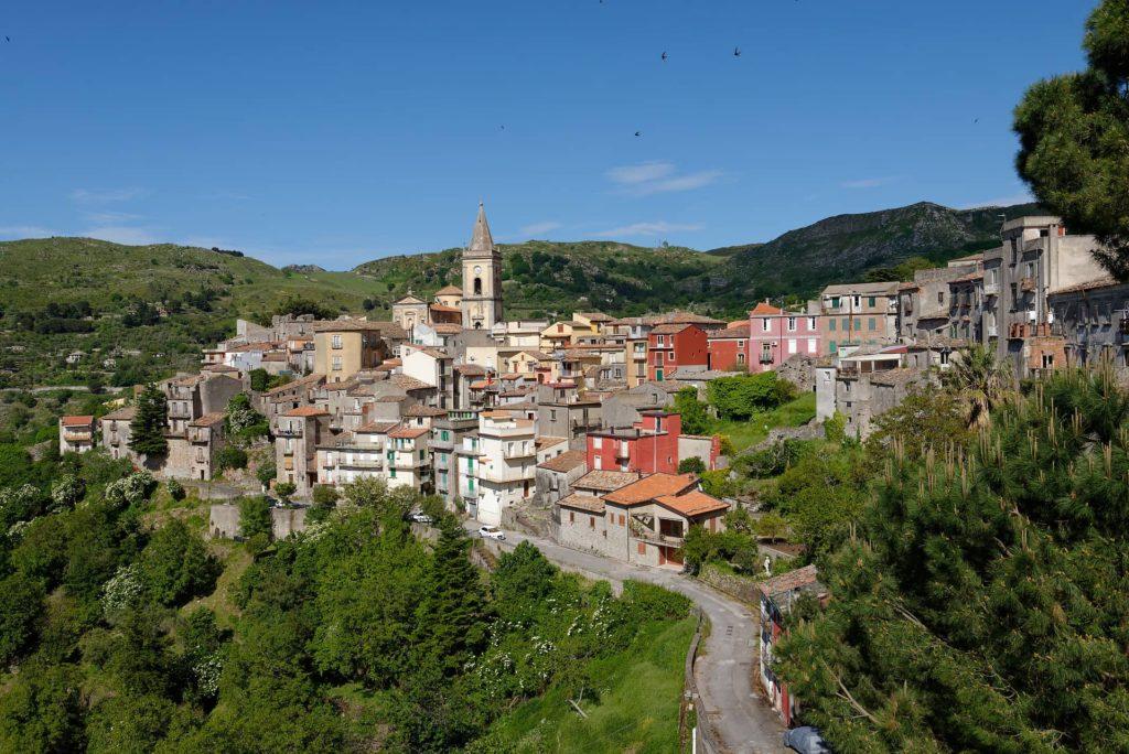 Le village de Novara di Sicilia