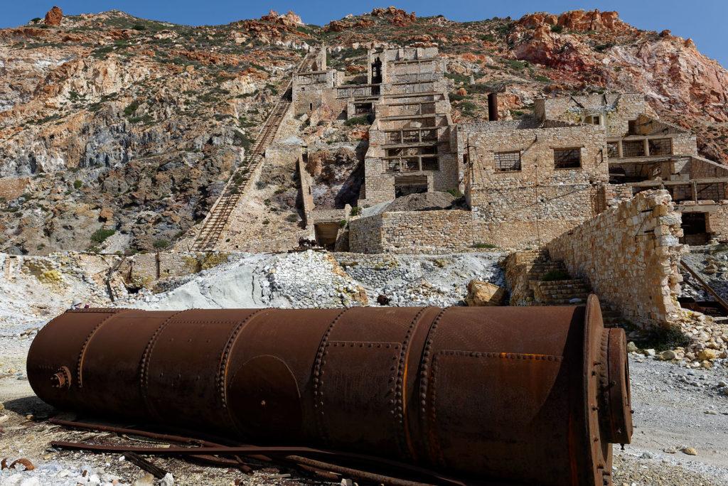 Ancienne mine de soufre abandonnée au nord-est de Milos